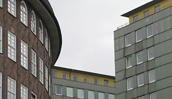 Backstein und Fertighaus.... (Photo)