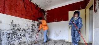 Groß angelegte Räumaktion in einem völlig verkommenen Problemhaus - Eigentümer hoffen auf Hilfe der Stadt