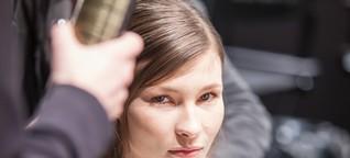 Glätten, stecken, bügeln - Backstage bei William Fans Fashion Week-Show