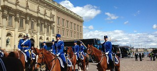 Busse stören den Stockholmer Schlossfrieden