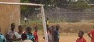 Kamerun: Eine Fußballschule fürs Leben by Dirk Bathe