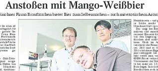Anstoßen mit Mango-Weißbier