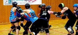 Roller-Derby: Mädels, die sich gegenseitig aus der Bahn werfen