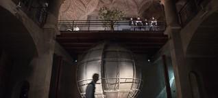 Der Weltensammler - Johannes Ender bringt Ilija Trojanows Roman in Dresden zur Uraufführung