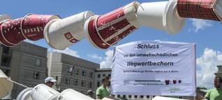 Greenpeace protestiert vor Starbucks gegen Kaffeebecher-Müll  - morgenpost.de