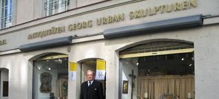 Georg Urban und sein Laden. Das Haus ist derzeit eingerüstet. - Abendzeitung München