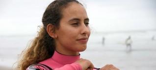 Diese 21-Jährige besiegt die Wellen, die Jungs und die Traditionen