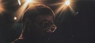 """Rapper Ahzumjot über Musikvertrieb : """"Wer nicht mit der Zeit geht, geht mit der Zeit"""""""