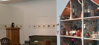"""Baden-Baden LA8 Teil 3: Ausstellungsbesprechung """"Gediegener Spott"""" - hier: Gang durch die Ausstellung"""