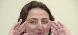 Blinde Duisburgerin hilft mit ihrem Tastsinn