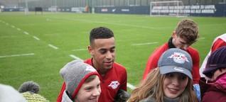 RB Leipzigs Neuzugang Tyler Adams stellt sich den Fans