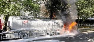Heldentat: Berlinerin zieht Mann aus brennendem Auto