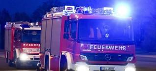 B169 stundenlang wegen Gebäudebrands gesperrt