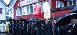 Im Schneegestöber zur Stosskapelle - Tradition der Stooswallfahrt