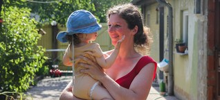 Es gibt eine Strafe fürs Kinderkriegen - und in Deutschland zahlen sie vor allem Mütter