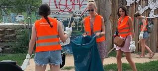 Putzen im Park: Touristen machen Berlin sauber
