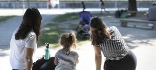 ZÜNDFUNK Magazin: Abstammungsrecht: So werden lesbische Paare bei der Adoption von Kindern diskriminiert