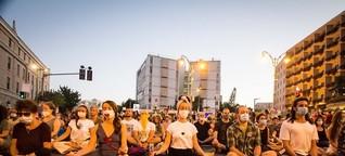 Proteste in Israel - Mit Yoga und Trommeln gegen Netanjahu