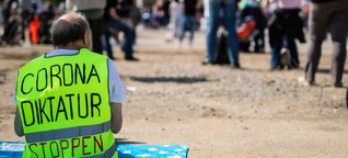Demokratiefeindliche Corona-Leugner-Szene: Beobachter berichten