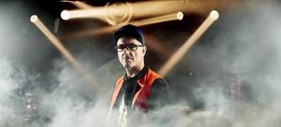 """Wir haben mit Techno-Legende Dr. Motte über """"Rave The Planet"""" und eine neue Loveparade gesprochen"""