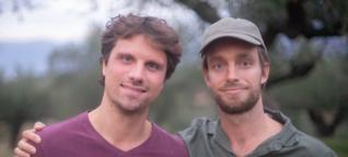 """""""Nicht nur nachhaltig und fair, sondern auch sozial"""": Start-Up unterstützt mit Olivenöl Geflüchtete in Griechenland. Wie funktioniert das?"""